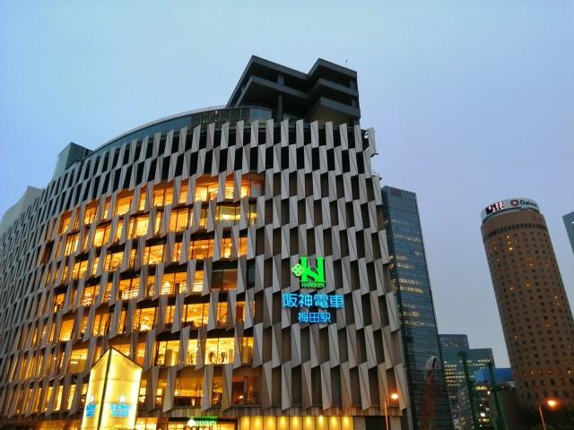 梅田駅前の街並み