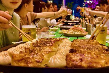 こだわりの手作り餃子で満腹確定!「食べ飲み放題 餃子スタンド」が、今年も大阪難波に登場