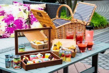 夏のテラス席で海外気分を味わう!東京マリオットホテルが、アメリカンな「グランピクニック」発売