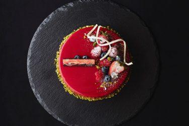 京都のリゾートホテル「ROKU KYOTO, LXR Hotels & Resorts」が、華やかなクリスマスメニュー&ケーキの予約を開始